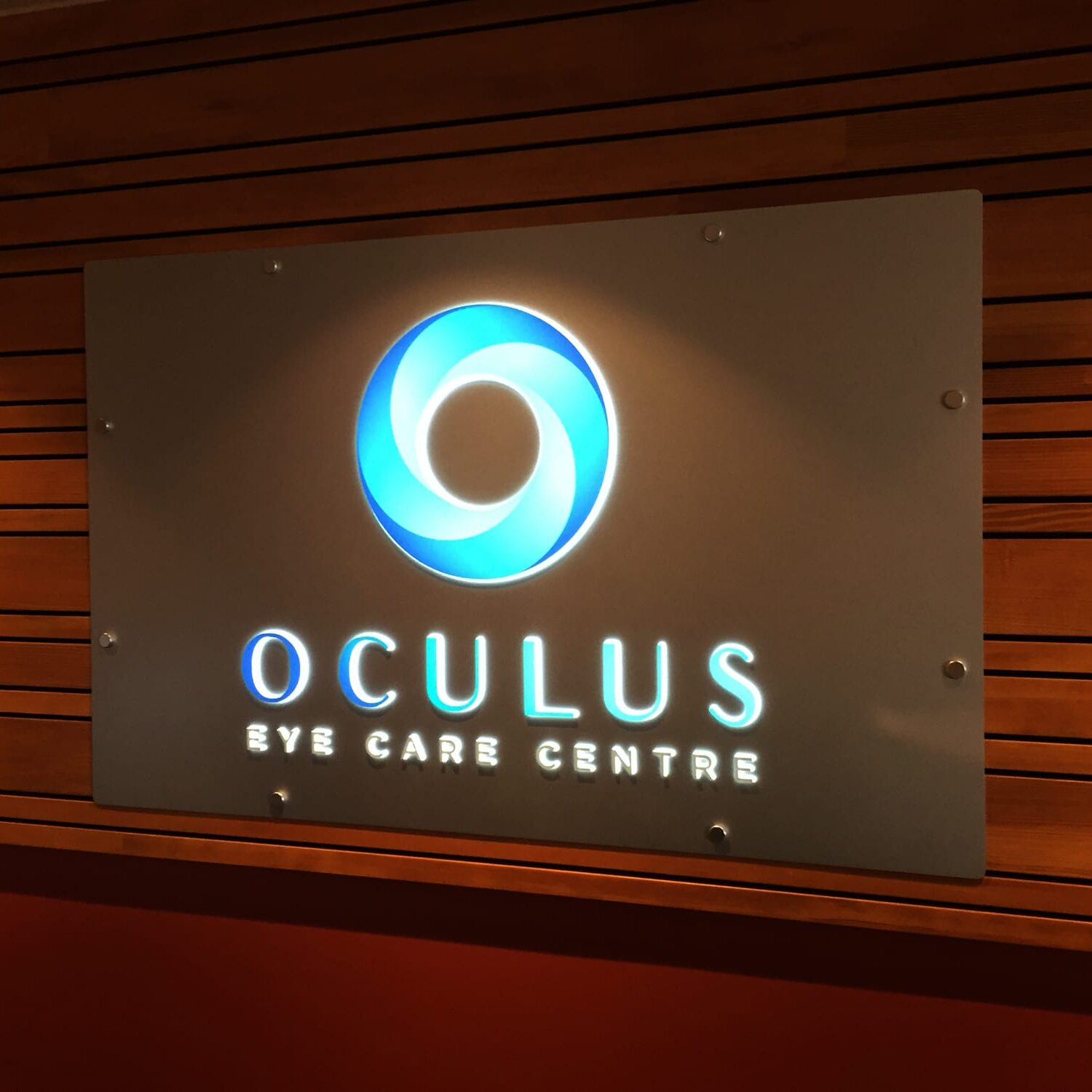 Oculus eye care reception sign